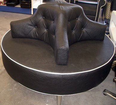 D7 - Round Waiting couch